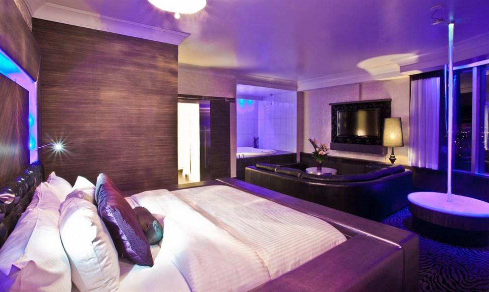 Hollywood Luxury Theme Fantasyland Hotel