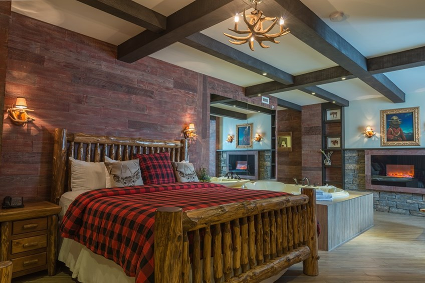Luxury canadian cabin theme room for Cottage packages manitoba