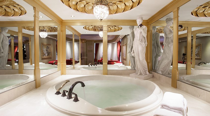 roman luxury theme room